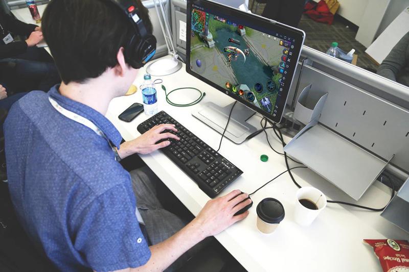 كيف لعب موبايل ليجيندز: بانغ بانغ (Mobile Legends: Bang Bang) على الكمبيوتر